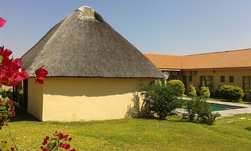 Okavango Roadside Guesthouse, Ngamiland East