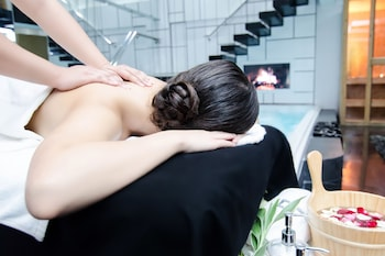 LUKS LOFTS HOTEL & RESIDENCES Massage in Accommodation