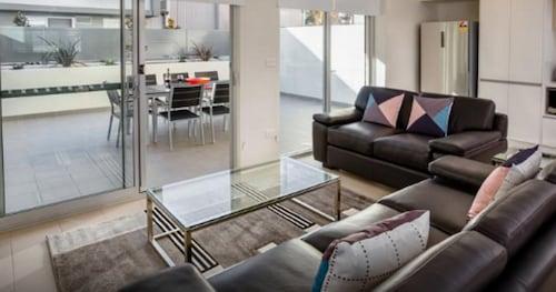 Hamilton Executive Apartments, Newcastle - Throsby