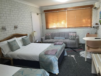 Guestroom at Holland Park Motel in Holland Park West