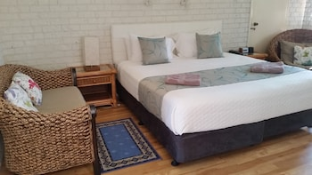 Guestroom at Holland Park Motel in Holland Park West