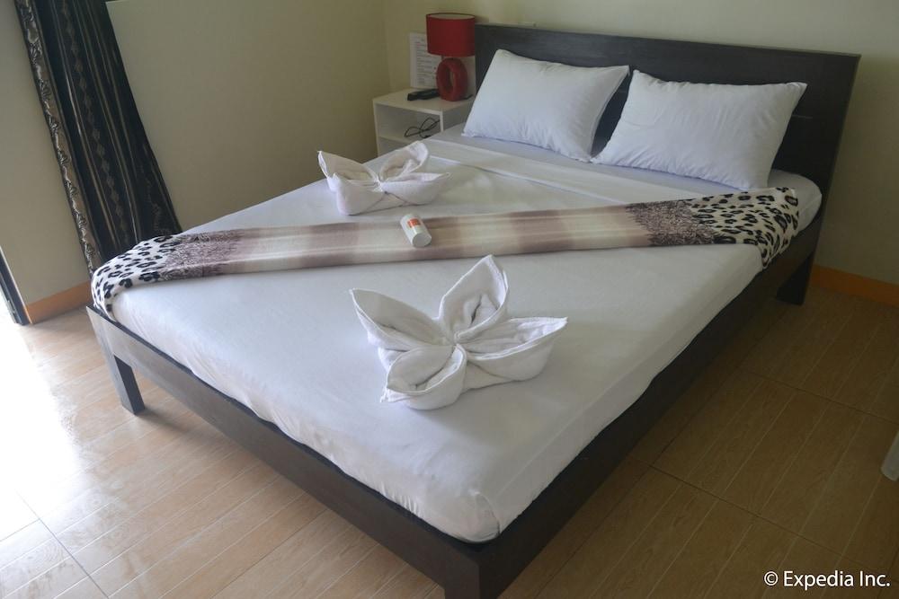 https://i.travelapi.com/hotels/16000000/15450000/15443400/15443348/ab9b1576_z.jpg