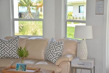 Luxury Suite, 1 Bedroom, Kitchen, Partial Ocean View