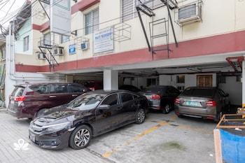 ZEN ROOMS BASIC PASONG TAMO Parking