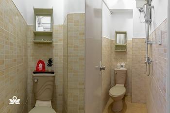 ZEN ROOMS BASIC BGC NUEVO Bathroom