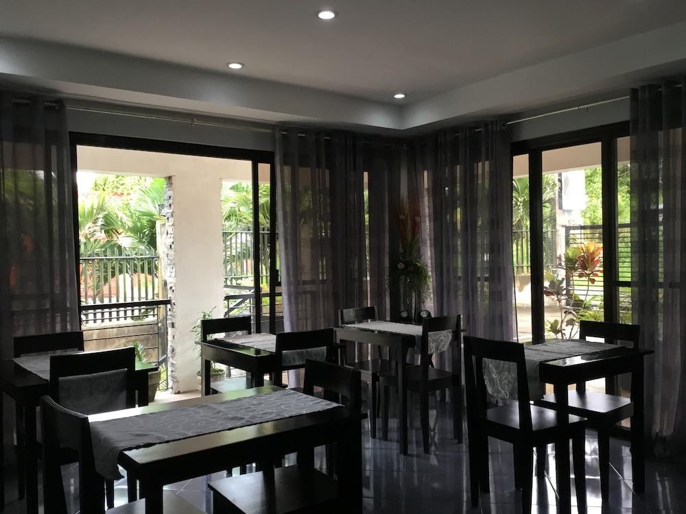 https://i.travelapi.com/hotels/16000000/15470000/15460900/15460815/36014ffa_z.jpg