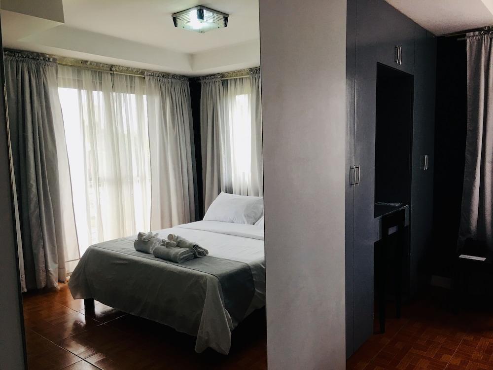 https://i.travelapi.com/hotels/16000000/15470000/15460900/15460815/3a493057_z.jpg