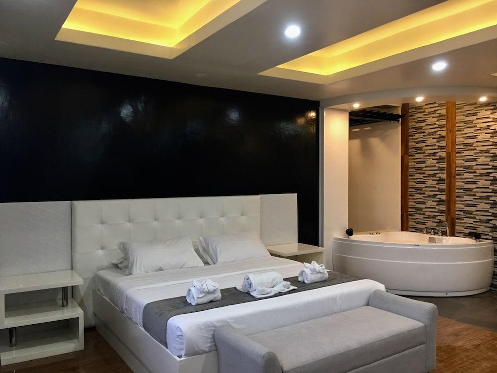 https://i.travelapi.com/hotels/16000000/15470000/15460900/15460815/4c7870e8_z.jpg