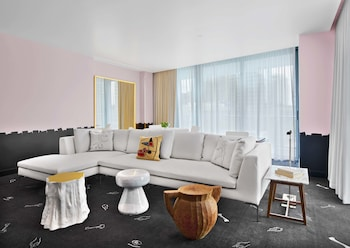 Suite (Lifestyle)