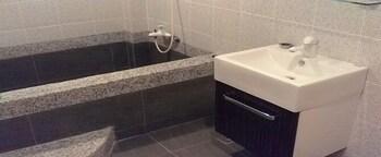 Ti Court Relaxing Spa Resort - Bathroom  - #0