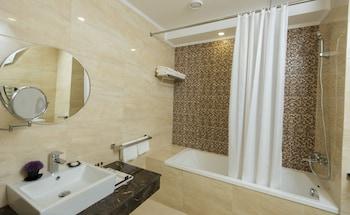 Bristol Central Park Hotel - Bathroom  - #0