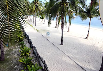 MALAPASCUA BEACH AND DIVE RESORT Beach