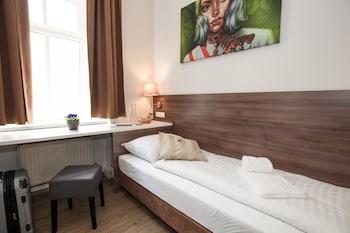 Urban Stay Salzburg City - Guestroom  - #0