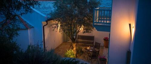Aquilo Villa, Thessaly