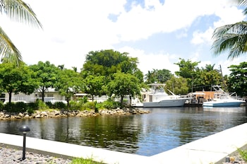 Lyx Suites By The Miami River Hotel