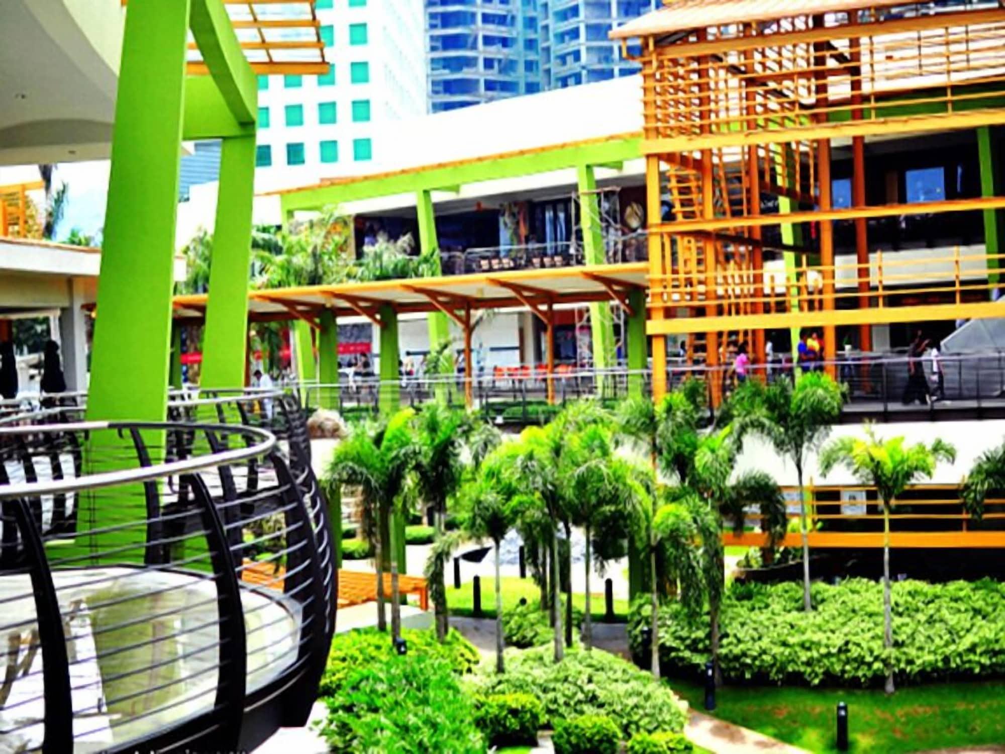 Food District Hostel Cebu Central, Cebu City