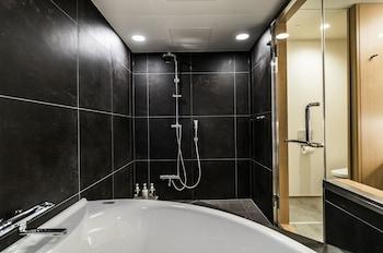 VILLA SANJO MUROMACHI KYOTO Deep Soaking Bathtub