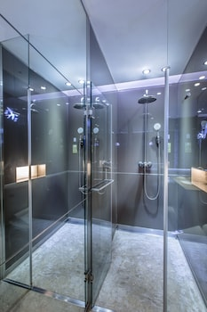 inhouse Boutique - Bathroom Shower  - #0
