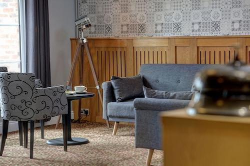 . Allerton Court Hotel