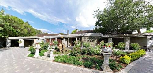 Lamon Guesthouse, Fezile Dabi