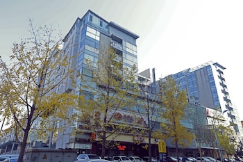 Yiyang City Center Apartment - Featured Image