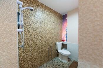 OYO 140 SH Hotel Pudu - Bathroom  - #0