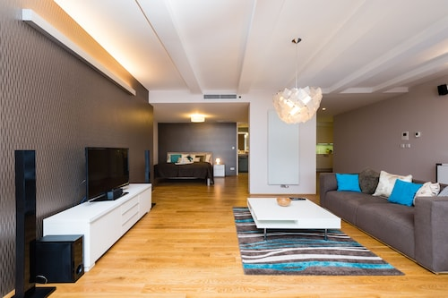 . EMPIRENT Karlin Apartments