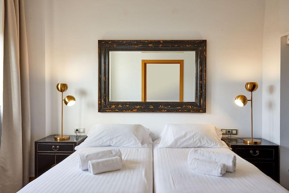 https://i.travelapi.com/hotels/16000000/15550000/15542000/15541902/01eb98b9_z.jpg