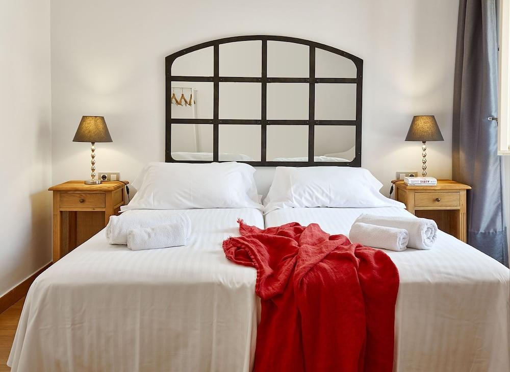 https://i.travelapi.com/hotels/16000000/15550000/15542000/15541902/0a03decc_z.jpg