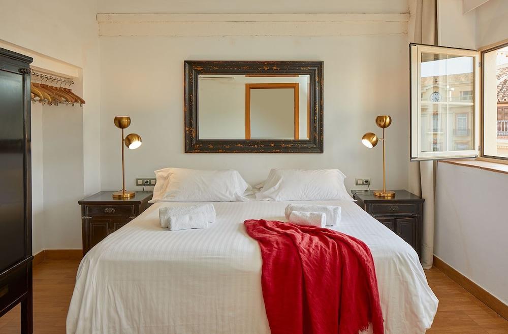 https://i.travelapi.com/hotels/16000000/15550000/15542000/15541902/642a9074_z.jpg
