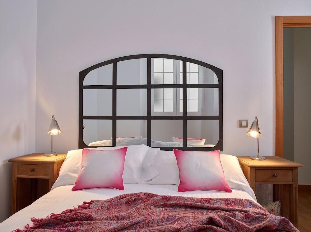 https://i.travelapi.com/hotels/16000000/15550000/15542000/15541902/80de49ed_z.jpg