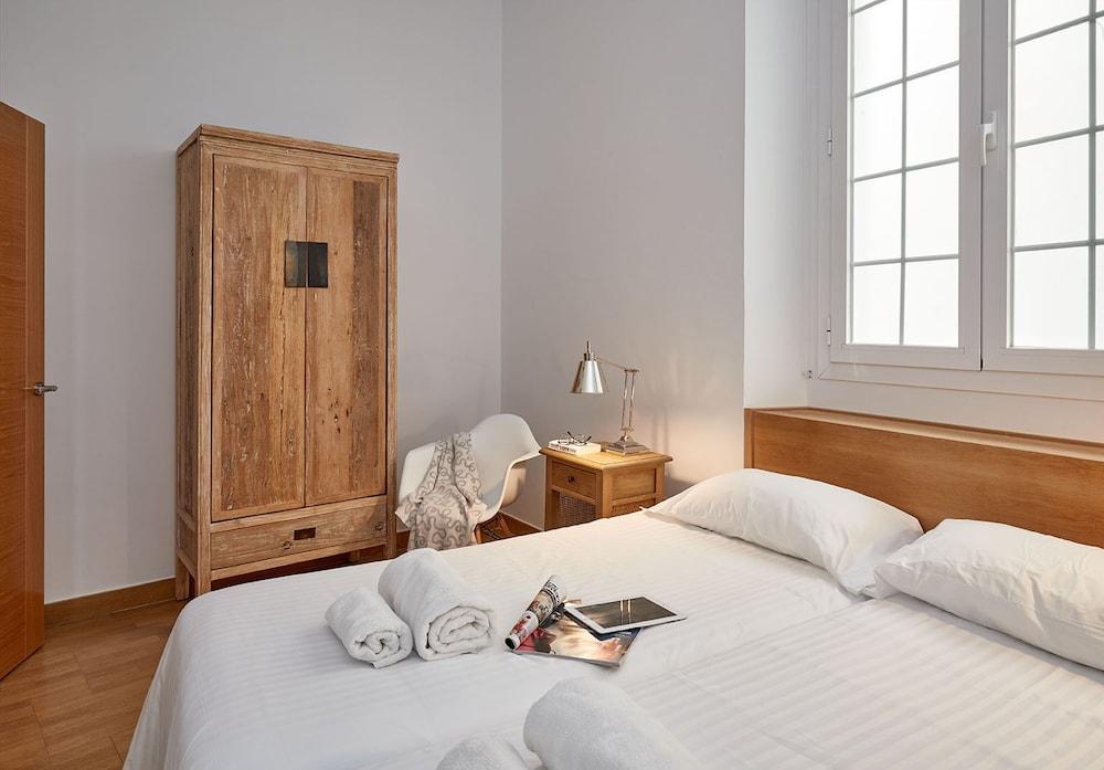 https://i.travelapi.com/hotels/16000000/15550000/15542000/15541902/aad17f7d_z.jpg