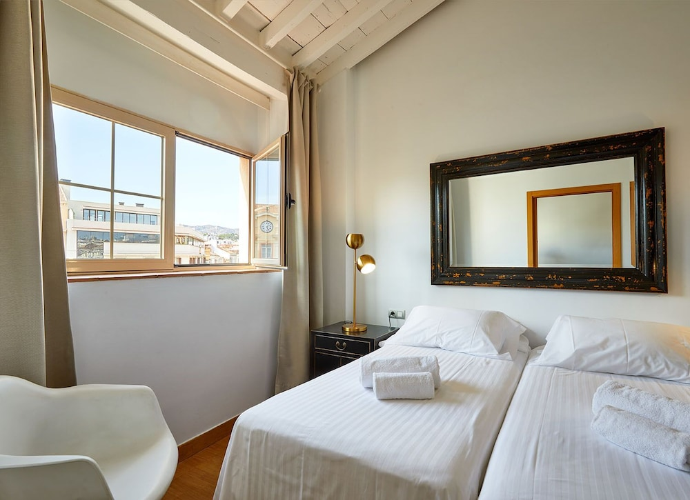 https://i.travelapi.com/hotels/16000000/15550000/15542000/15541902/af698466_z.jpg