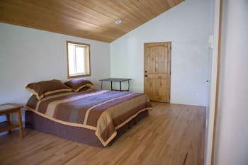 Luxury Canyon Suites - 3 Bedroom, 2 Bath ($100.00 Cleaning fee)