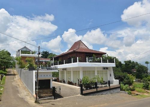 Malang Hill Gallery & Homestay, Malang