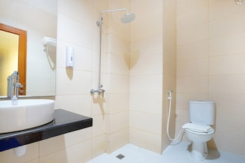 ZEN Rooms Near Purimas Batam Centre - Bathroom  - #0
