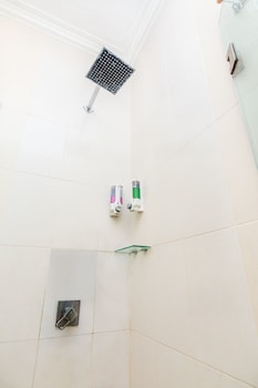 ZEN Rooms By Pass Nusa Dua - Bathroom Shower  - #0