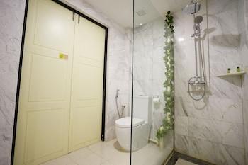 ZEN Rooms Changi Village - Bathroom  - #0