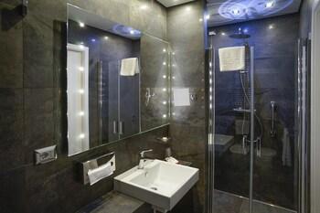 Les Diamants Spanish Steps Suite - Bathroom  - #0