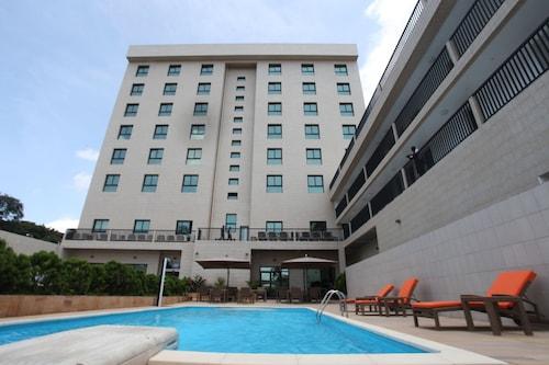 Star Land Hotel, Wouri