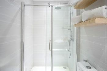 ZEN PREMIUM DELA CHAMBRE HOTEL MANILA Bathroom