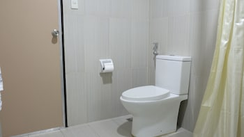 ZEN Rooms Ninoy Aquino Airport - Bathroom  - #0