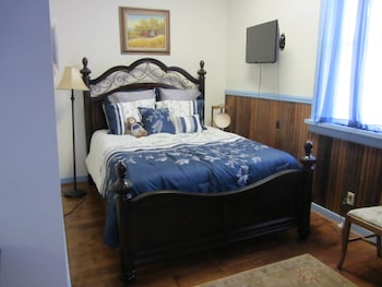 The Tinder Guest House - Guestroom  - #0