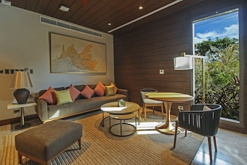 QUEST PLUS CONFERENCE CENTER, CLARK Living Room