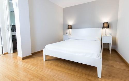 Girona Housing, Girona