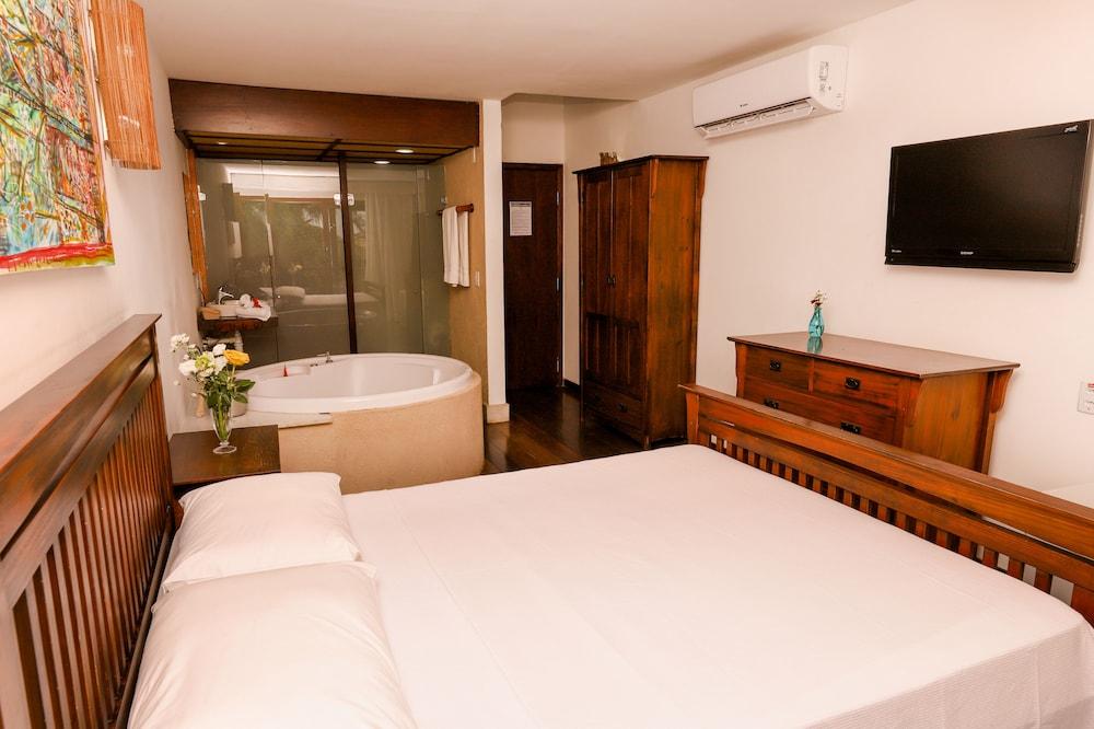 https://i.travelapi.com/hotels/16000000/15590000/15583900/15583827/1a41e618_z.jpg
