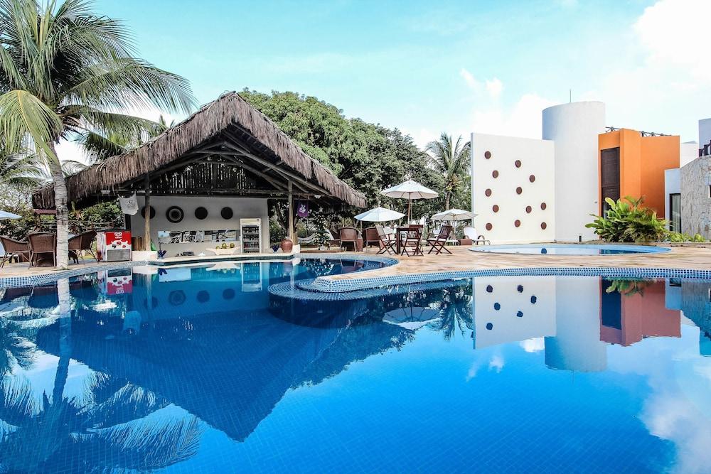 https://i.travelapi.com/hotels/16000000/15590000/15583900/15583827/571a7f12_z.jpg