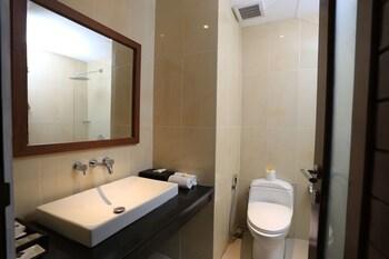 RedDoorz Plus @ Pangkung Sari Seminyak - Bathroom  - #0