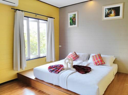 . Thanicha Resort Amphawa