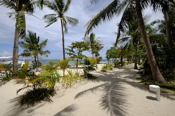 MALAPASCUA EXOTIC ISLAND DIVE AND BEACH RESORT Property Grounds